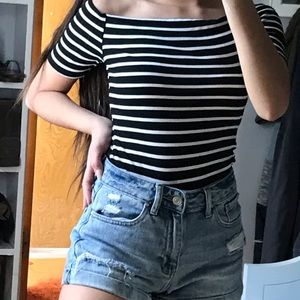 Tops - Black and white off the shoulder